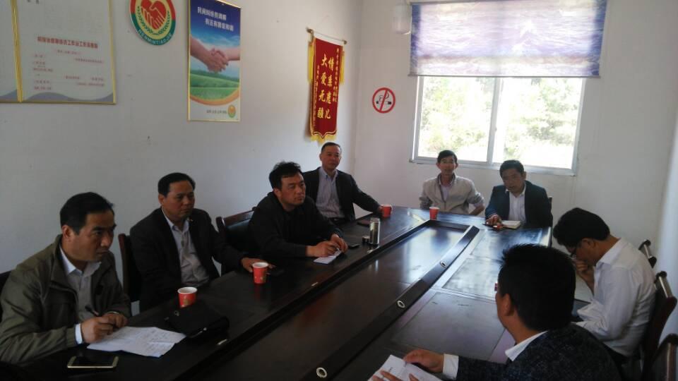 安庆党校网:市委党校在太湖县寺前镇召开选派干部座谈会